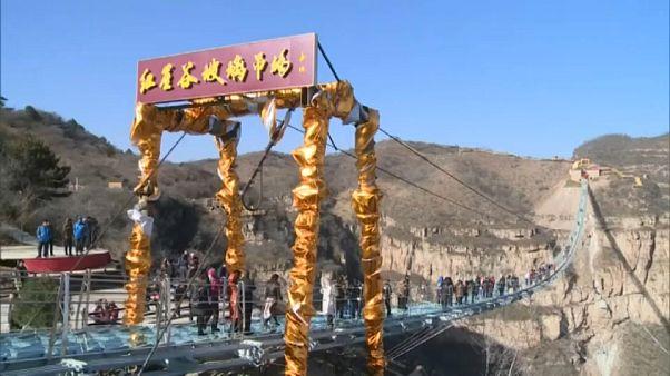 Chine : le pont en verre le plus long au monde inauguré