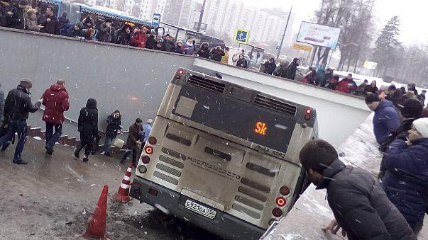 Mosca: bus si schianta a uscita metro, diversi morti