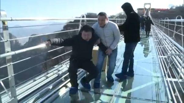 Sokkot kapnak többen a leghosszabb üvegpallójú kábelhídon