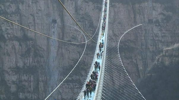 China inaugura maior ponte de vidro do mundo