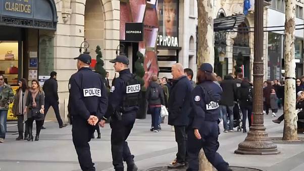 Fransa'da yılbaşı öncesi güvenlik önlemleri artırıldı