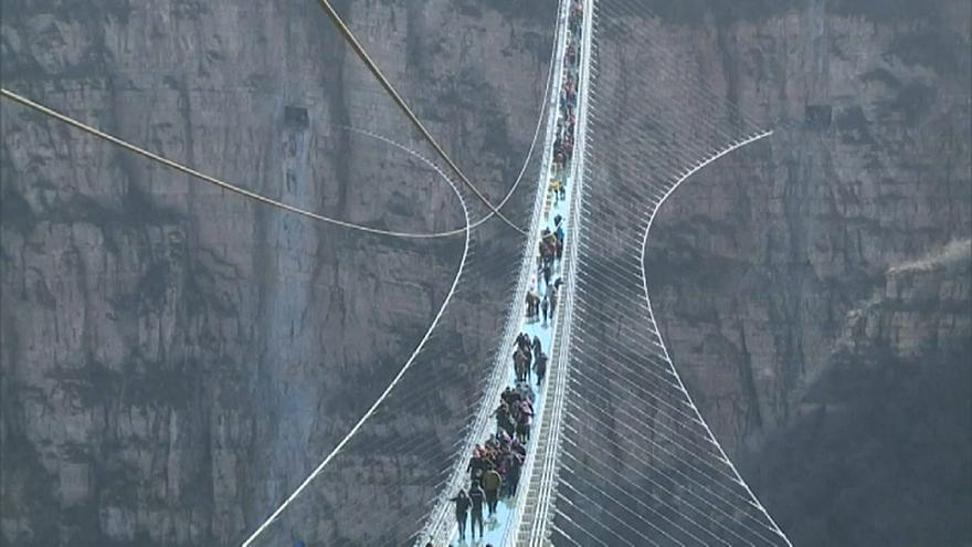 Chinese glass bridge attracts crowds at opening