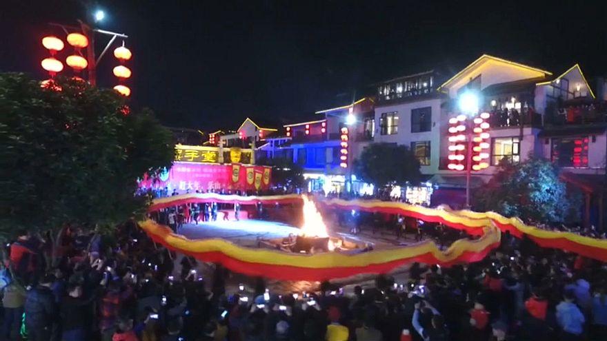 Çin'de geleneksel Ejderha Festivali