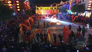 La danza del dragón da la entrada al Año Nuevo chino