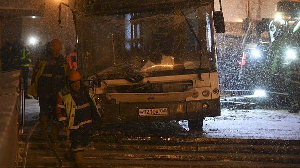 Moskova'da bir otobüs yaya alt geçidine daldı: En az 5 ölü