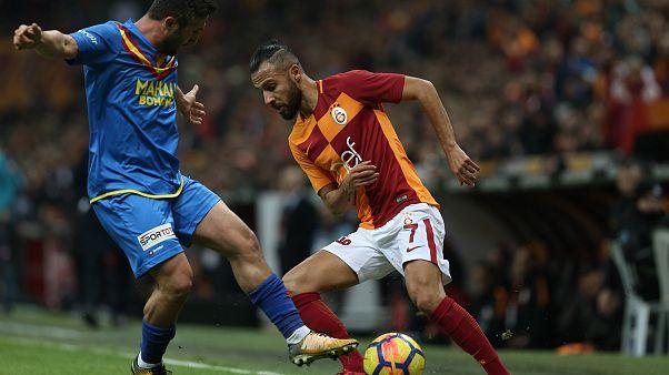 Sabri Sarıoğlu 21 yıl aradan sonra Galatasaray'a karşı forma giydi