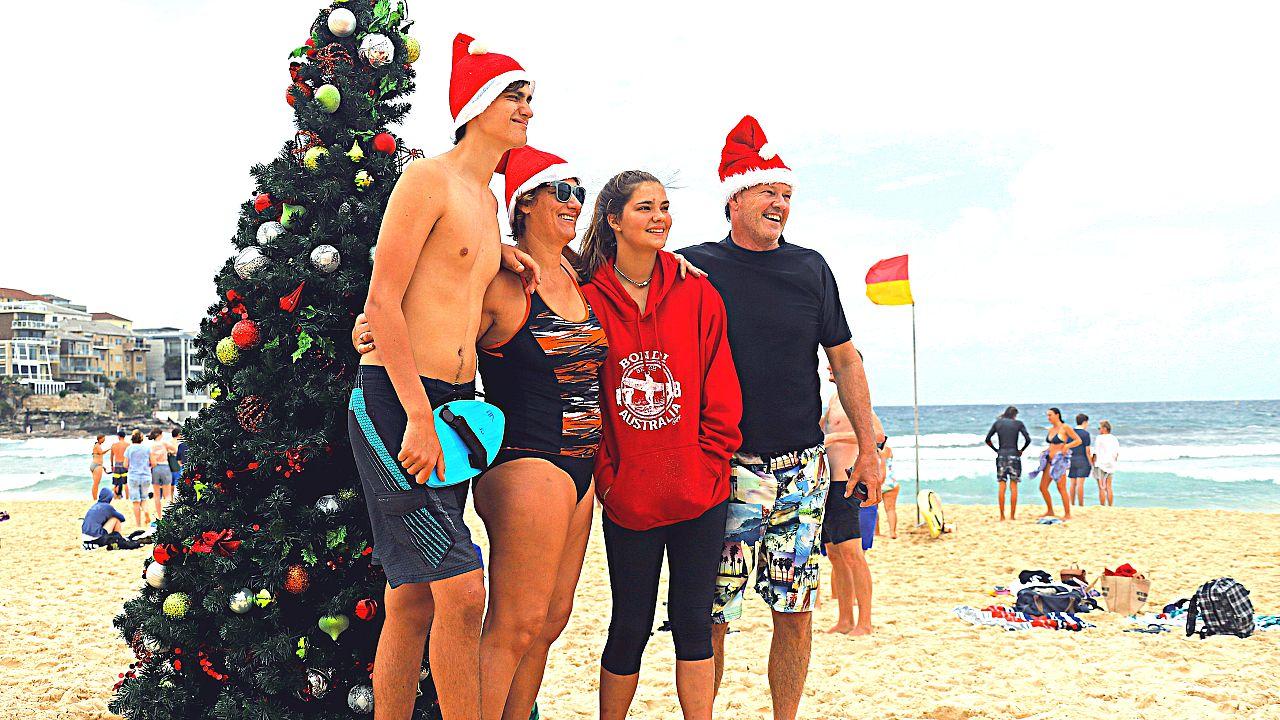 Avustralya'da Noel Bayramı plajda kutlandı