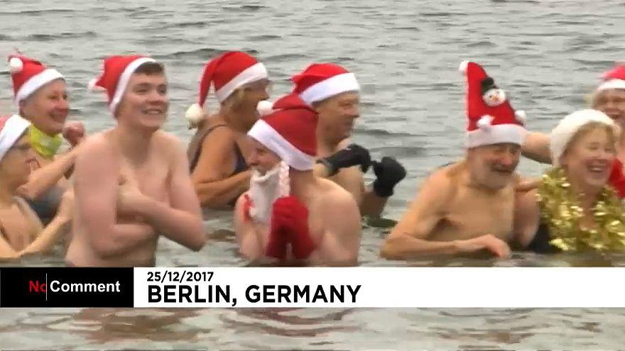 Um mergulho gelado como tradição de Natal