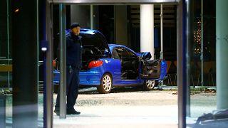 Polícia investiga colisão contra sede do SPD