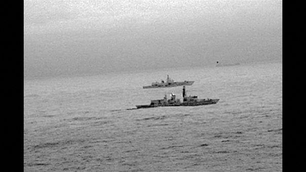 بريطانيا ترافق سفينة روسية قرب المياه الإقليمية وسط توتر العلاقات