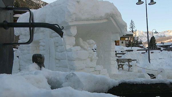 Val d'Aosta: un presepe di ghiaccio a Champoluc