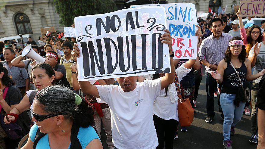 Perù: l'indulto non piace, proteste contro Kuczynski e Fujimori