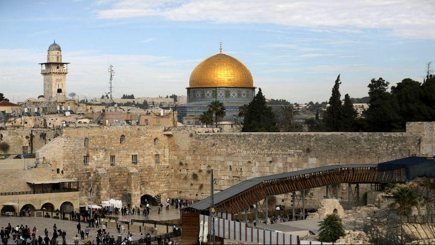 اتصالات اسرائيلية بعشر دول بغية نقل سفاراتها إلى القدس