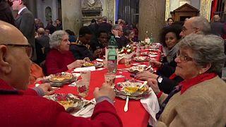 Karácsonyi vacsora templomban és pályaudvaron