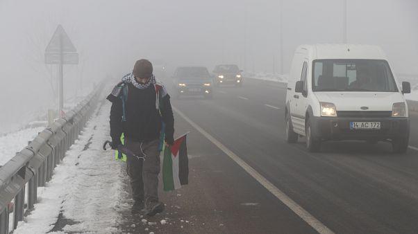 Kudüs için Bolu'dan yürümeye başladı