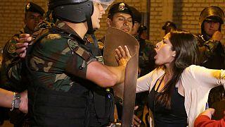 Peru'nun eski liderine getirilen af protesto edildi