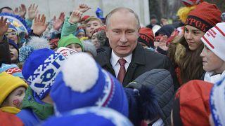 Cresce a vaga de apoio em torno de Putin