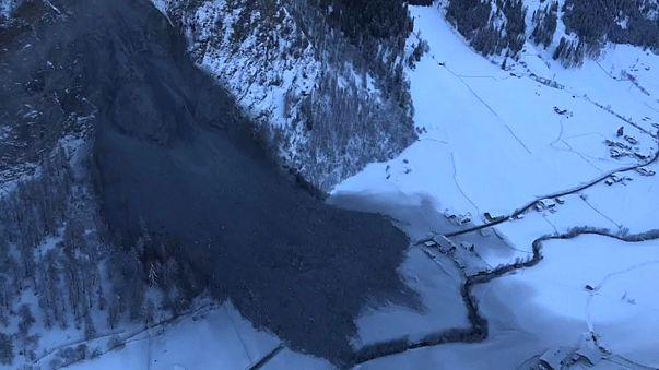 Autriche : un village isolé suite à un éboulement