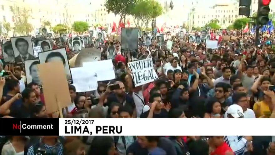 Segundo día de enfrentamientos entre manifestantes y policía en Perú