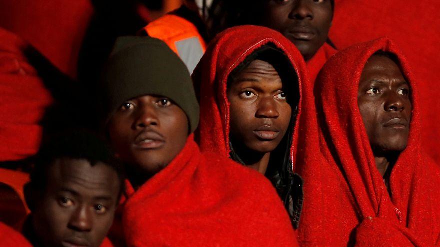 İtalya açıklarında 255 mülteci kurtarıldı