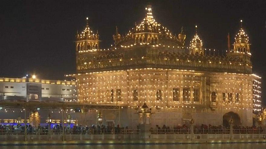 Золотой храм в огнях