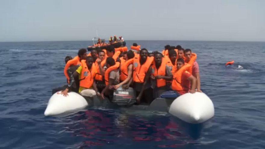 Archivbild von Flüchtlingen im Mittelmeer