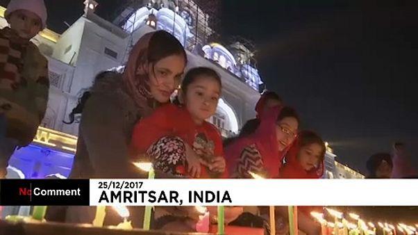 En Inde, des milliers de sikhs honorent le Temple d'Or