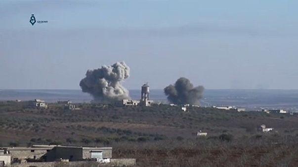 المعارضة تسقط طائرة للنظام بحماة والجيش يكثف غاراته على إدلب