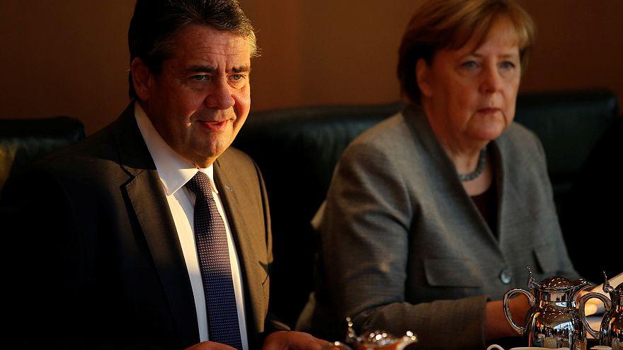 Sigmar Gabriel és Angela Merkel a német kabinet ülésén