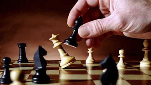 إسرائيل والحجاب والعلم القطري قضايا تلقي بظلالها على بطولة العالم للشطرنج في السعودية