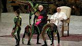 Ακροβάτες και ζογκλέρ ενώπιον του Πάπα  Φραγκίσκου