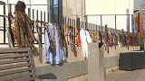 Kosovares oferecem gravatas a primeiro-ministro exigente