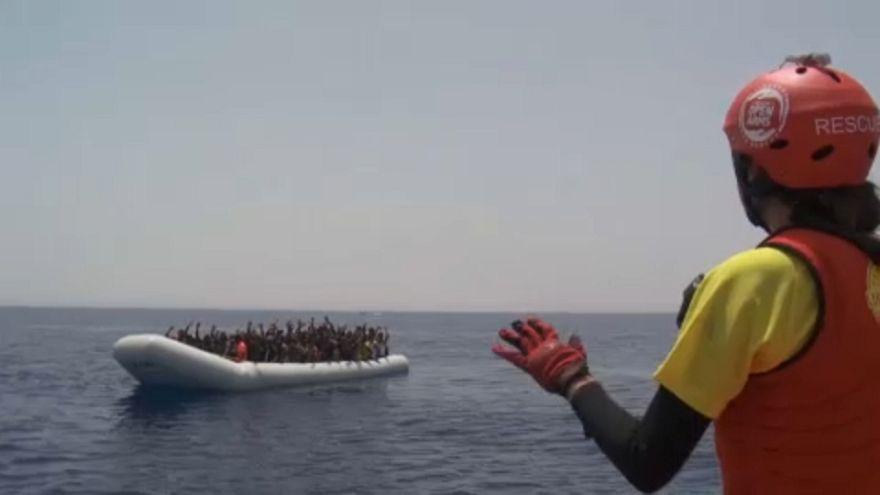 Erneut wurden mehr als 400 Flüchtlinge aus dem Mittelmeer geborgen.