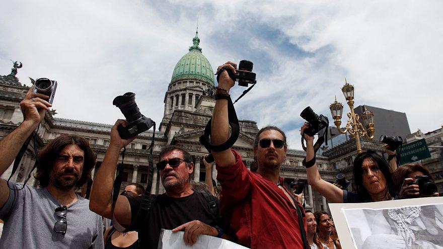 """""""No disparen a la prensa"""" piden los reporteros en Argentina"""
