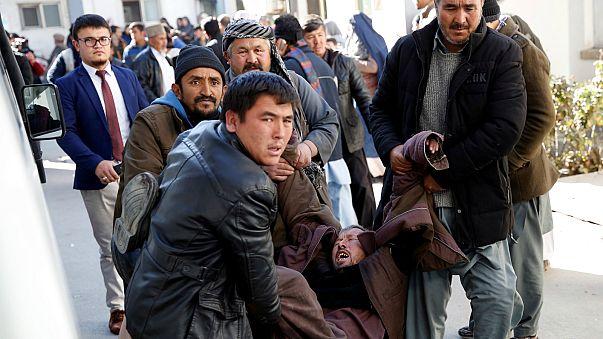 Ataque suicida em Cabul faz 40 mortos