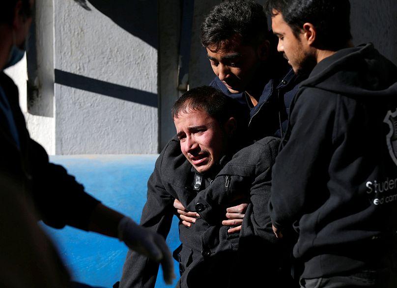 Ein afghanischer Mann in einem Krankenhaus nach dem Selbstmordattentat in Kabul