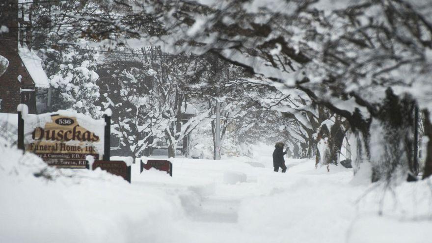 کاهش دمای هوا و بارش بی سابقه برف در نواحی شمالی آمریکا