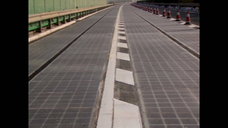 A new solar-powered road