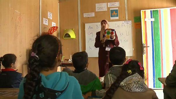Giordania: bimbi siriani a scuola nel campo di Zaatari