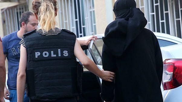 Alman istihbaratı: Kadınlardan oluşan 40 kişilik 'terör şebekesi' saptadık