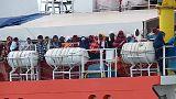 Llegan a puerto los 373 inmigrantes rescatados el martes