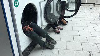 کودکان در ماشین لباسشوئی