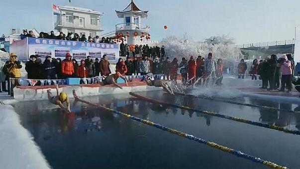 """Cina: gare di nuoto """"ghiacciato"""""""