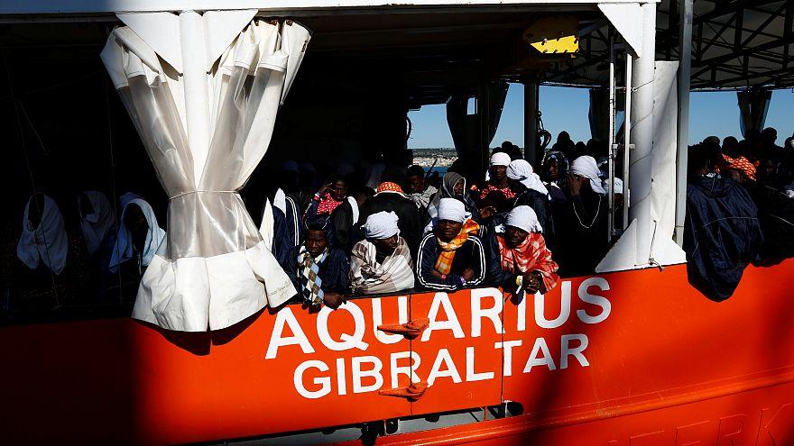 Des centaines de migrants naufragés sont arrivés en Sicile