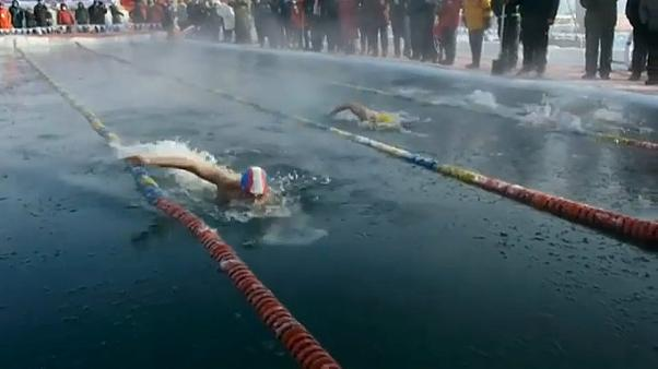 Nadar no meio do gelo