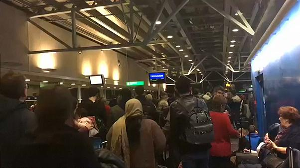 Neve provoca o caos nos aeroportos londrinos