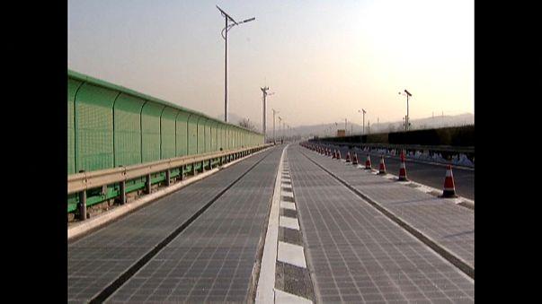 China constrói estrada fotovoltaica