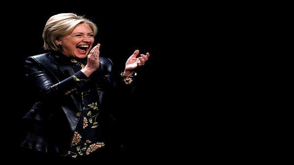 مجلة أمريكية تعتذر عن مطالبتها لهيلاري كلينتون بالتخلي عن السياسة والعمل بالحياكة