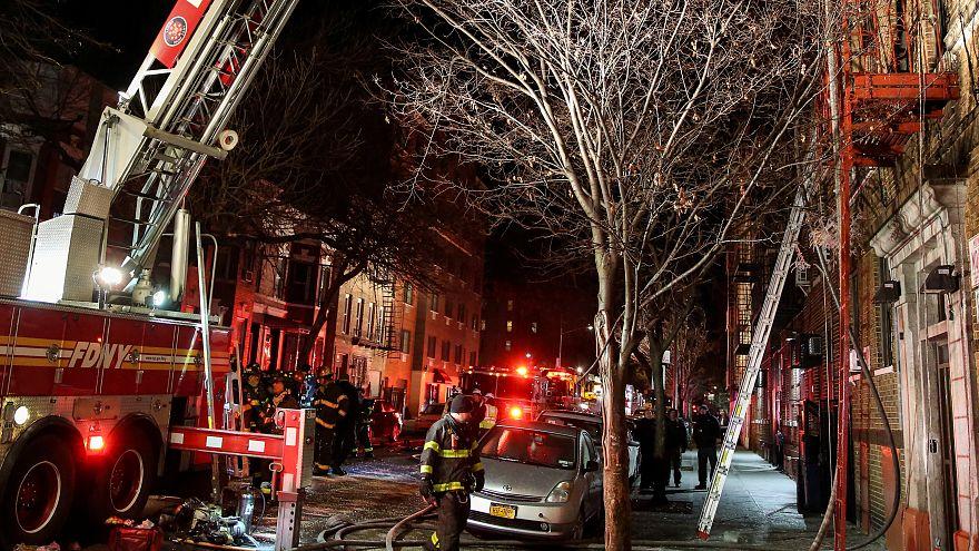 مصرع 12 وإصابة آخرين في حريق بمبنى سكني في مدينة نيويورك