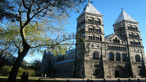 كنيسة سويدية تعتزم التوقف عن الإشارة إلى الرب على أنه رجل